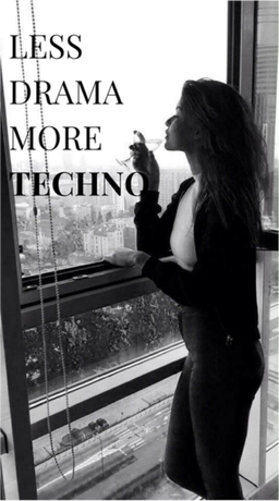Nadruk less drama more techno